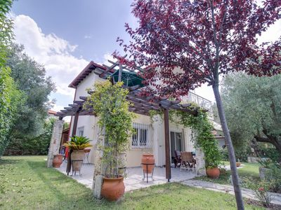 Photo for Spacious maisonette with a lovely garden!