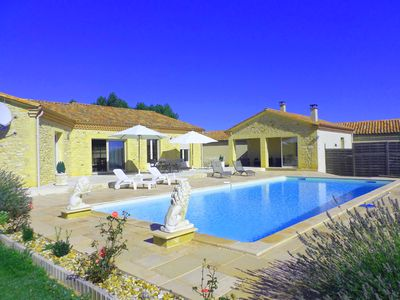 Photo for Recent contemporary house in the countryside with swimming pool ..