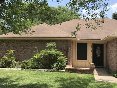 Photo for Centrally located 4/2 house with covered deck only four minutes from Kyle Field