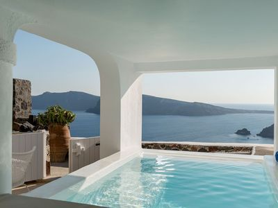Photo for Casa Daphne is a unique property located on the highest point of Oia village in Perivolas area, it c