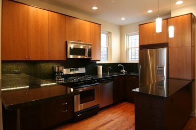 Live Like A Local in A Lincoln Park Unit near DePaul University - Lincoln  Park