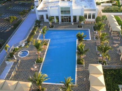 Swimming pool, spa & clubhouse