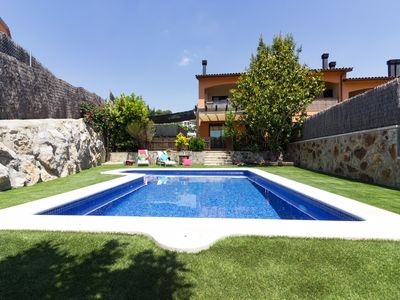 Photo for Beautiful villa with private swiming pool, near Sitges