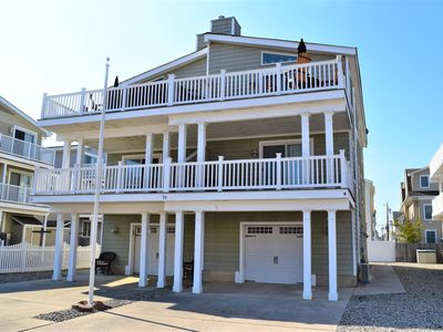 Photo for Beach block townhouse, 3rd building from the beach. Ground level is the garage.