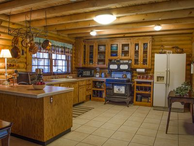 Beautiful Log Cabin On Strom Thurmond/Clark Hill Lake. Dining Area. Dining  Area