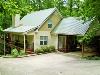 Cabin with Creek near Water Park and Golf*Walk to Downtown!