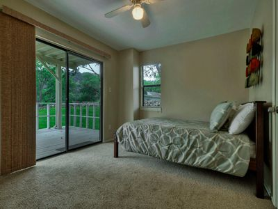 Full Size Bed Patio And Floor To Ceiling View Of Lake Austin