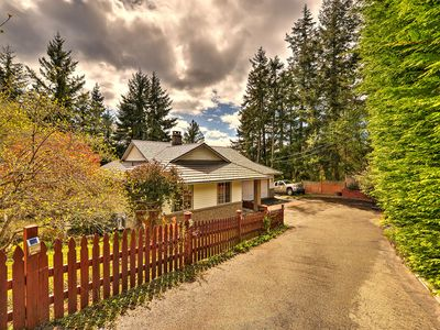 Photo for Centrally Located 4 bedroom Vancouver Island Vacation Home