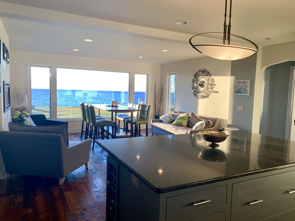 Lake Michigan home with gorgeous views, great spot for a family or golf retreat