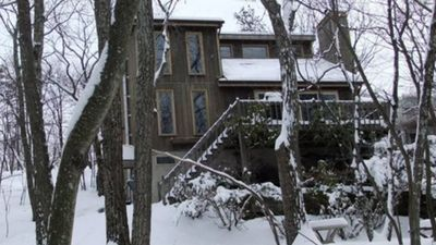 Photo for Cozy 4BR Water Front. Ski Camelback and Shawnee Poconos Mountains!