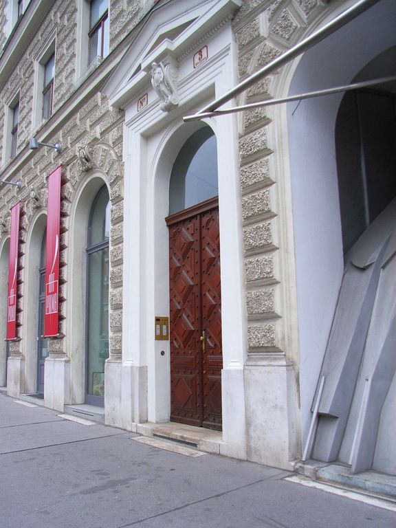 Edith's Central Vienna B & B with great location and exclusive accommodations