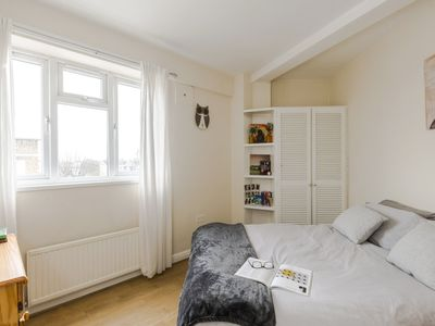 Photo for Big & Stylish apartment close to Notting Hill