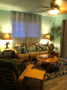 Cozy & Comfortable Living Room Furnished w/Vintage Rattan & Bamboo Decor!