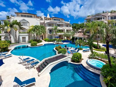Photo for Elegant Beachfront Apartment, Ocean Views and Tropical Sunsets, Resort Pool & Gym, Jacuzzi, A/C