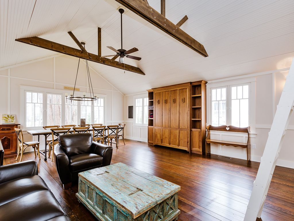 Charming 7 bedroom home coach house great for summer for 7 bedroom house for rent in michigan