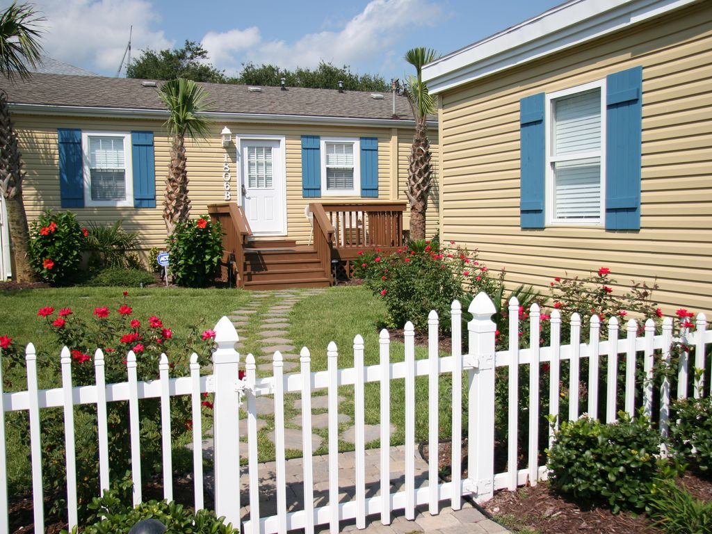 Cute beach cottage near beach htd pool pet friendly - Pet friendly cottages with swimming pool ...