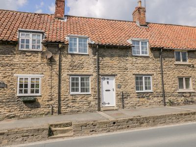 Photo for FARNDALE COTTAGE, family friendly in Thornton Dale, Ref 1005348