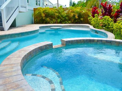 3 KING BEDS AND 2 BUNKS, Heated pool & Spa only 3 minutes to beach with Bikes and beach gear