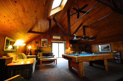 Upstairs loft: pool table, stereo, flat screen TV, games, books, LOTS of seating