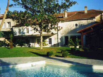 Large House In Centre Of Beautiful Historic Dordogne Village