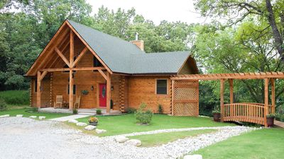 Photo for Spacious 1-2 bedroom cabin close to Branson/Sleeps up to 6