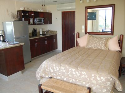 Queen bed and full kitchen