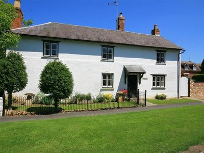 Photo for ELMHURST COTTAGE, pet friendly in Chipping Campden, Ref 988720