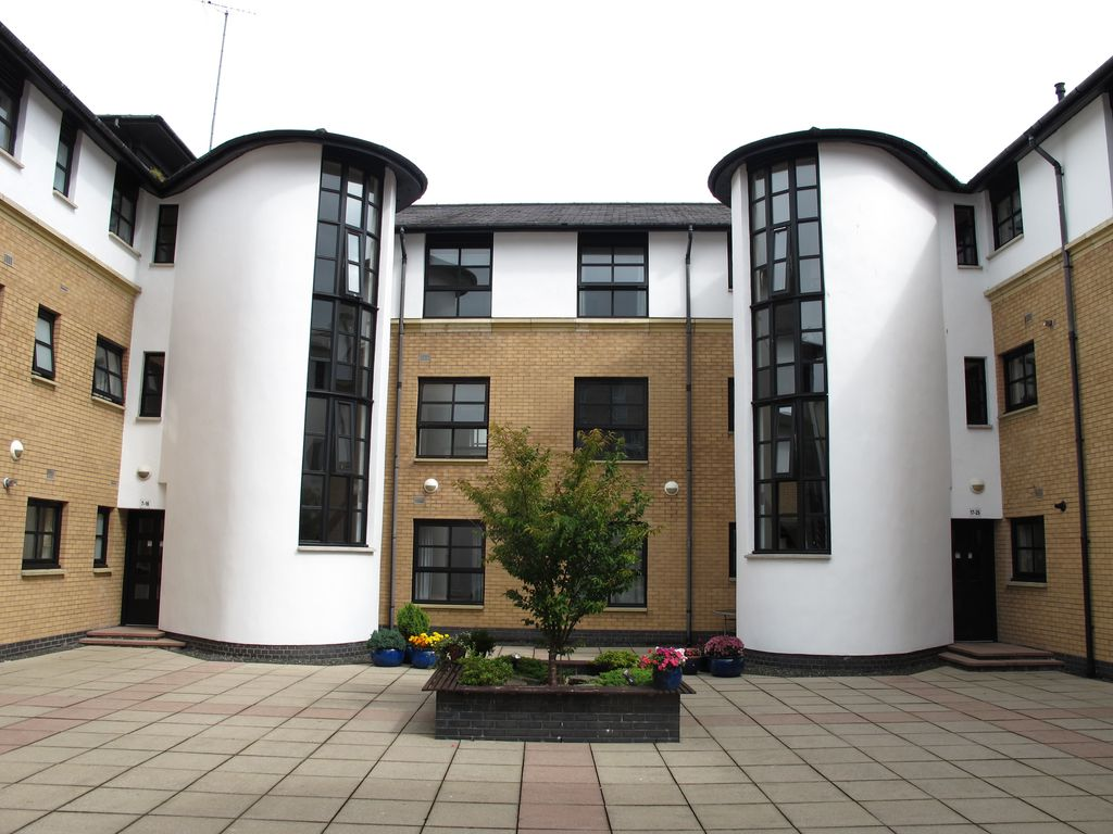 Glasgow Merchant City Courtyard Apartment - Free Wifi and Car Parking