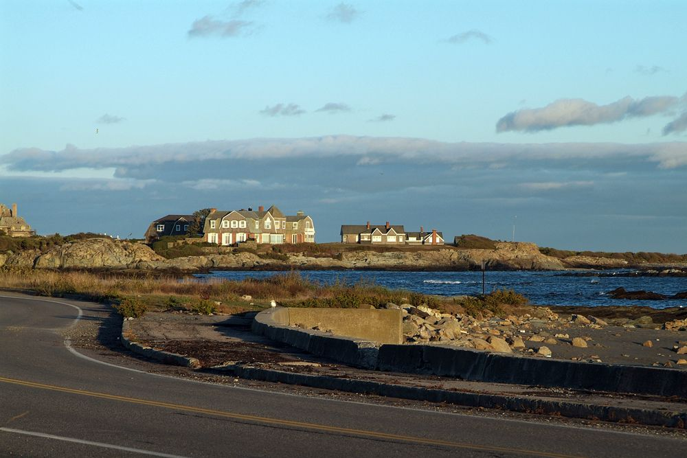 Walk To Town Beaches And Mansions Parking And More