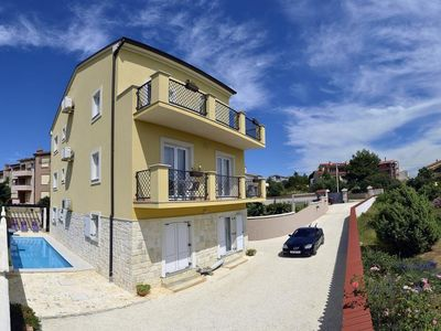 Photo for Large apartment for 8 people with pool, 3 bedrooms, 2 bathrooms, washing machine, Wi-Fi, air conditioning, balcony and barbecue area