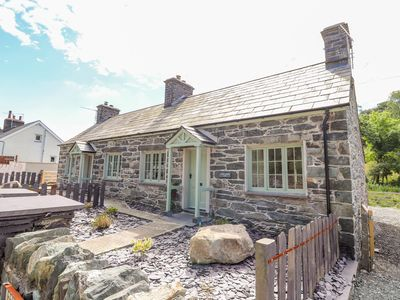 Photo for FFRWDD GALED ISAF, character holiday cottage in Tregarth, Ref 968275