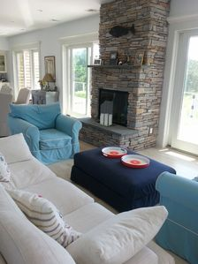 sitting area and fireplace