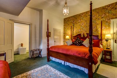 Squire Taylor?s Suite at Taylor House Inn,