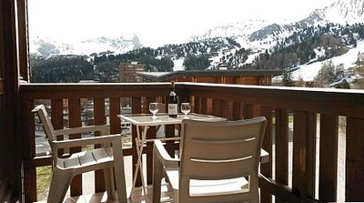 Photo for 2 Bedroom Ski Apartment with sunny balcony & piste on the doorstep!