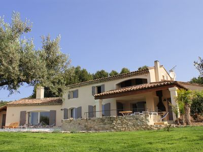 Photo for Villa at the foot of the Luberon. 10/12 people