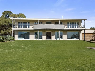 Photo for Sun, Pool, Spa and Huge Lawn - Mount Martha