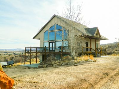 Photo for Beautiful Cabin with Ideal Beach Resort Pass, amazing lake and mountain views!