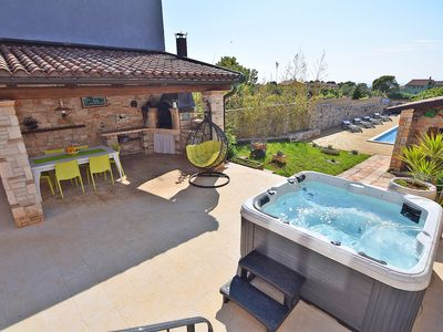 Photo for Pool, jacuzzi, sauna, garden, barbecue, air conditioned, Internet **** for 10 pers.