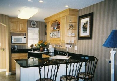 Fully equipped gourmet kitchen/bar area