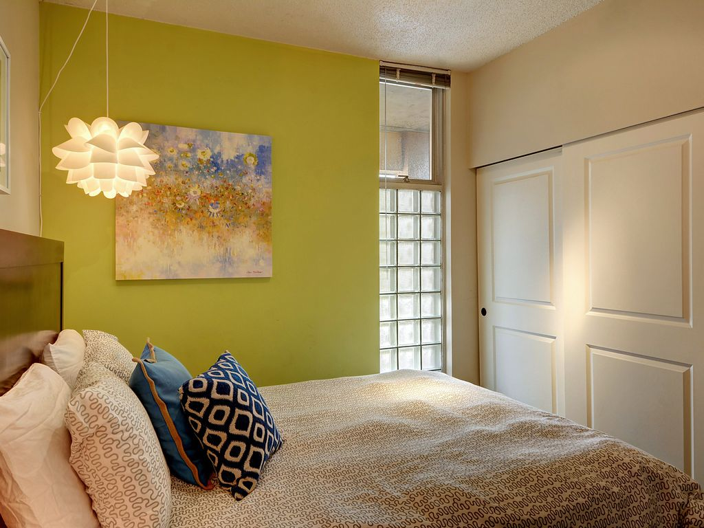 Cozy Stylish Apartment Steps From Pike Place Market, Gum Wall ...