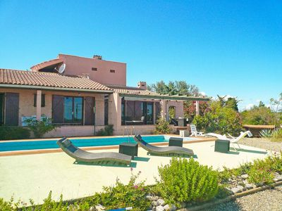 Photo for Nice house with private pool and large views over sea