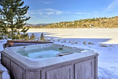 Enjoy stellar mountain views from the private hot tub at this Fraser cottage!