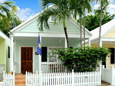 Photo for Centrally located home w/ private pool 3 blocks to Duval St - dogs OK!