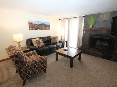 Photo for Cozy 2 bedroom Chateaux unit, pool, hot tub, sauna! Shuttle route.