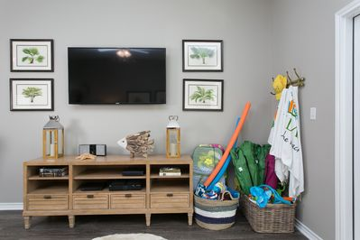 Living area, with smart TV and beach gear