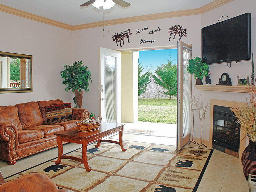 newly furnished 2 bedroom 2 bath condo on parkway in pigeon forge