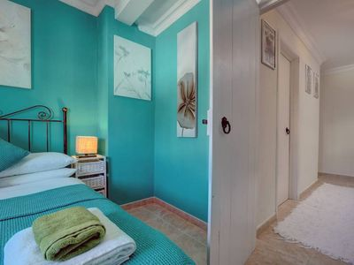 Photo for 2-Bedroom house with private secure parking & Free WiFi. Sleeps 4