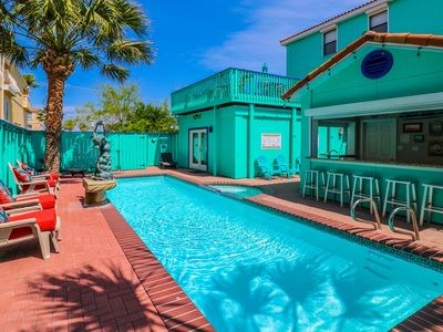 Photo for Perfect for multi family vacations! Direct beach access, private pool bar/grill!