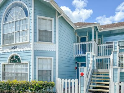 Photo for Charming, family-friendly condo w/ a shared pool & hot tub - close to Disney!