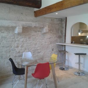 Photo for Charming 2 bedroom apartment in the historic center of Avignon.